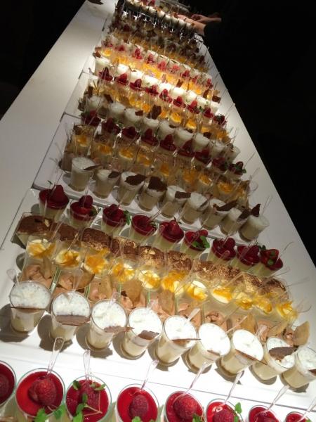 Desserts walking dinner geserveerd bij ABN Amro